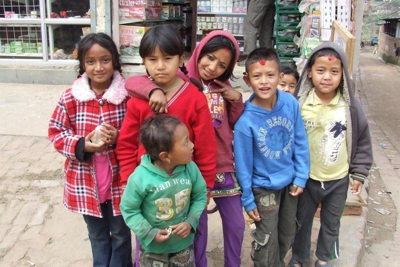 Copii nepalezi.
