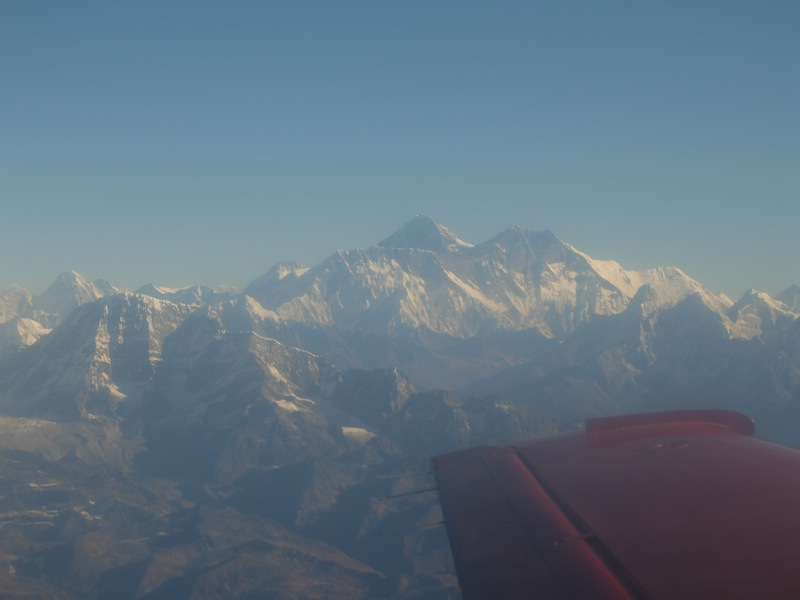 Everest, la o aripa distanta.