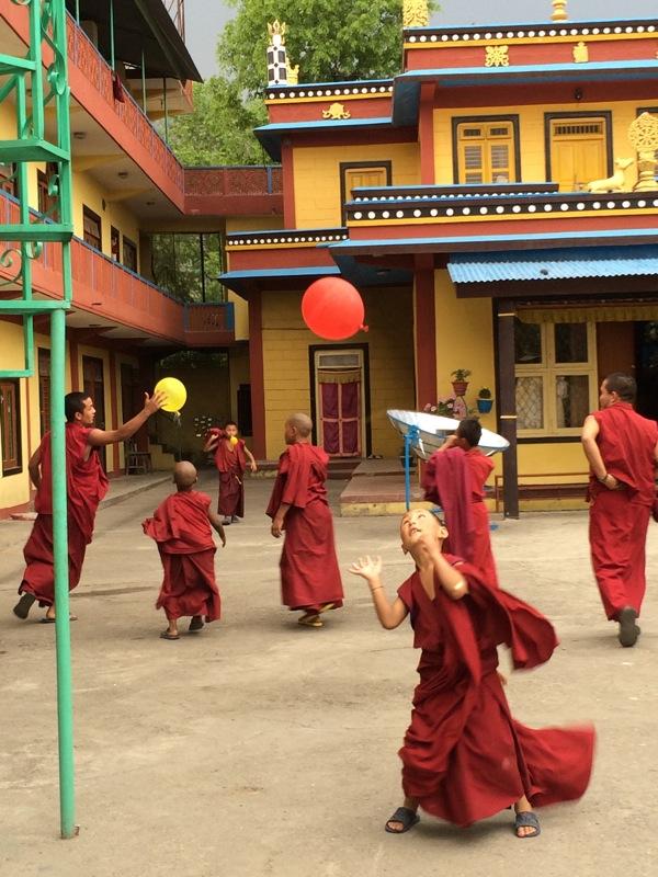 Manastirea din tabara de refugiati tibetani, langa Pokhara.