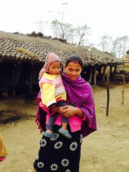 Femeie Tharu cu copil